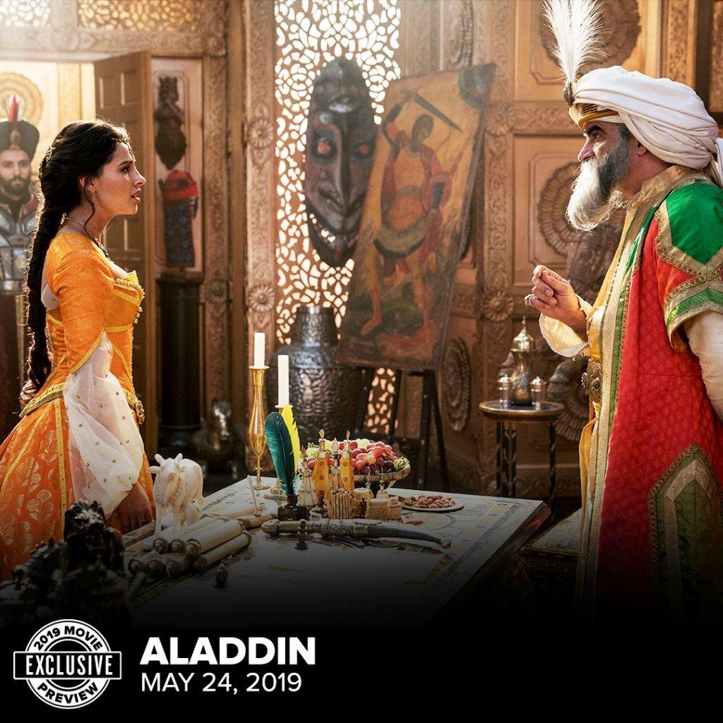 Naomi Scott (Jasmine) con il Sultano