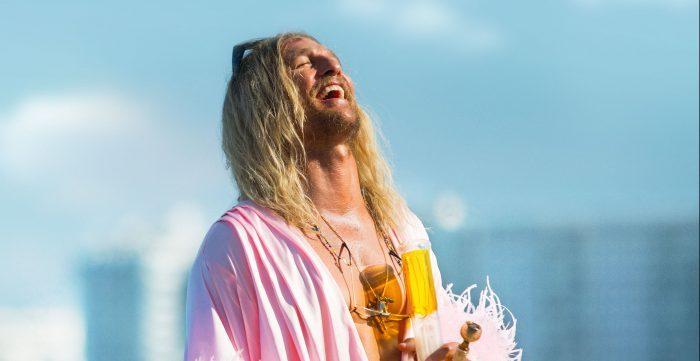 The Beach Bum: il red band trailer del nuovo film di Matthew MacConaughey. Nel cast anche Zac Efron e Snoop Dogg