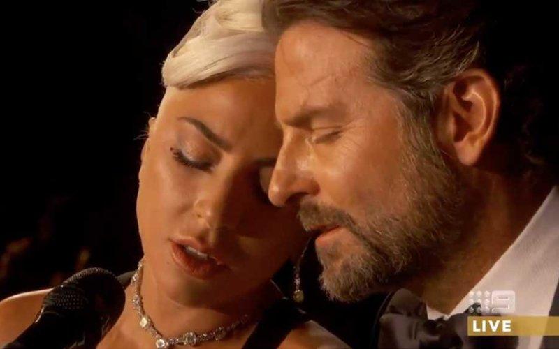 """Lady Gaga e Bradley Cooper si esibiscono sul palco degli oscar con Shallow in """"A Star Is Born"""""""