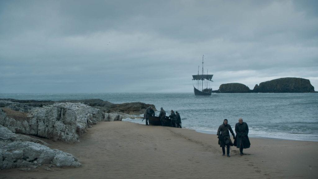 Varys e Jon arrivano Roccia del Drago - Game of Thrones (Il Trono di Spade) foto episodio 8x05