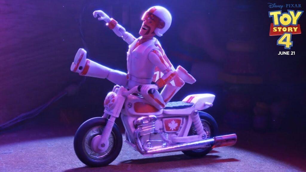 Keanu Reeves intepreta Duke Caboom in Toy Story 4