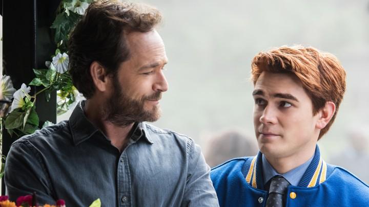 la quarta stagione di riverdale sarà un omaggio a Luke perry dice il creatore Roberto Aguirre-sacasa