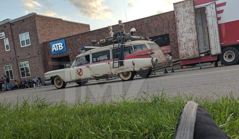 ghostbusters 3 set paul rudd ecto-1